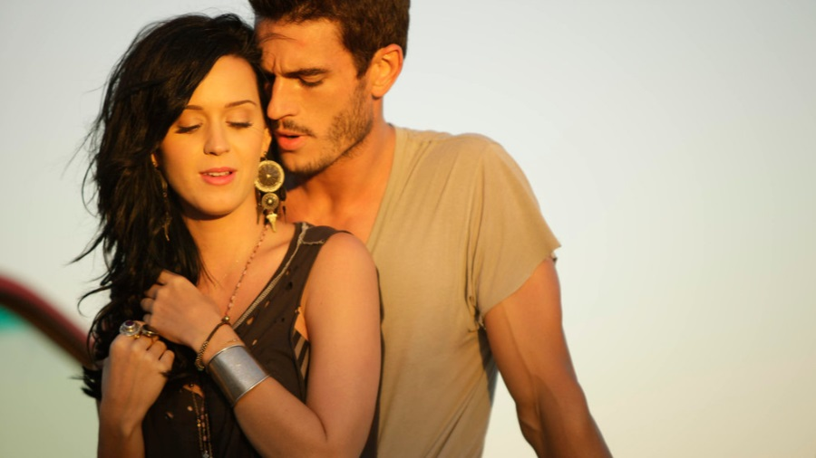 Katy Perry é acusada de assédio pelo ator do vídeo Teenage Dream